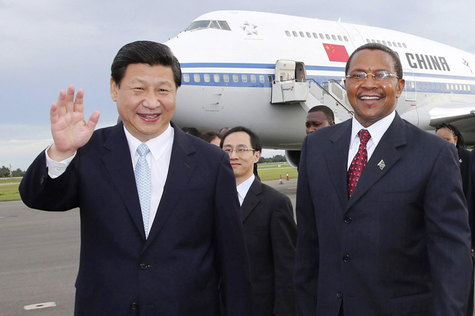 Le président Xi Jinping en compagnie de son... (PHOTO LAN HONGGUANG, ARCHIVES AP/XINHUA)