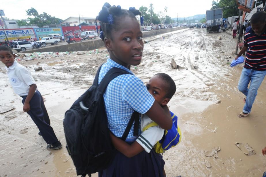 Une précédente inondation en Haïti... (Photo THONY BELIZAIRE, Archives AFP)