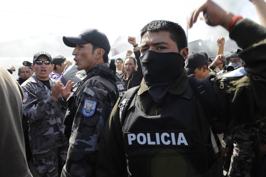 Despoliciers équatoriens... (Photo RODRIGO BUENDIA, Archives AFP)