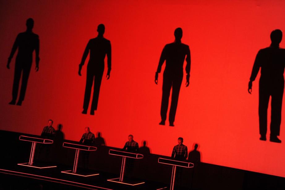 Figés derrière leurs consoles, les quatre musiciens ont... (Photo DOMINIQUE FAGET, AFP)
