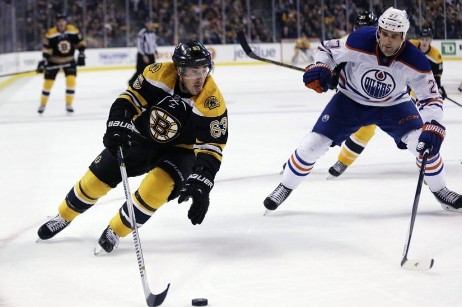 Les Bruins ont transformé un déficit de 2-1... (Photo AP)