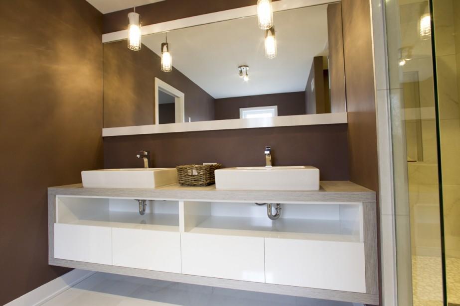 Dans la salle de bains attenante à la chambre principale, les robinets sont à débit réduit. (Photo Olivier Jean, La Presse)