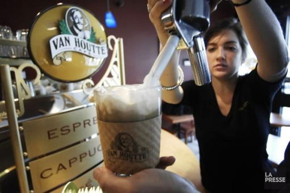 Les cafés-bistros ne vendront que des produits Van... (PHOTO MARTIN CHAMBERLAND, ARCHIVES LA PRESSE)