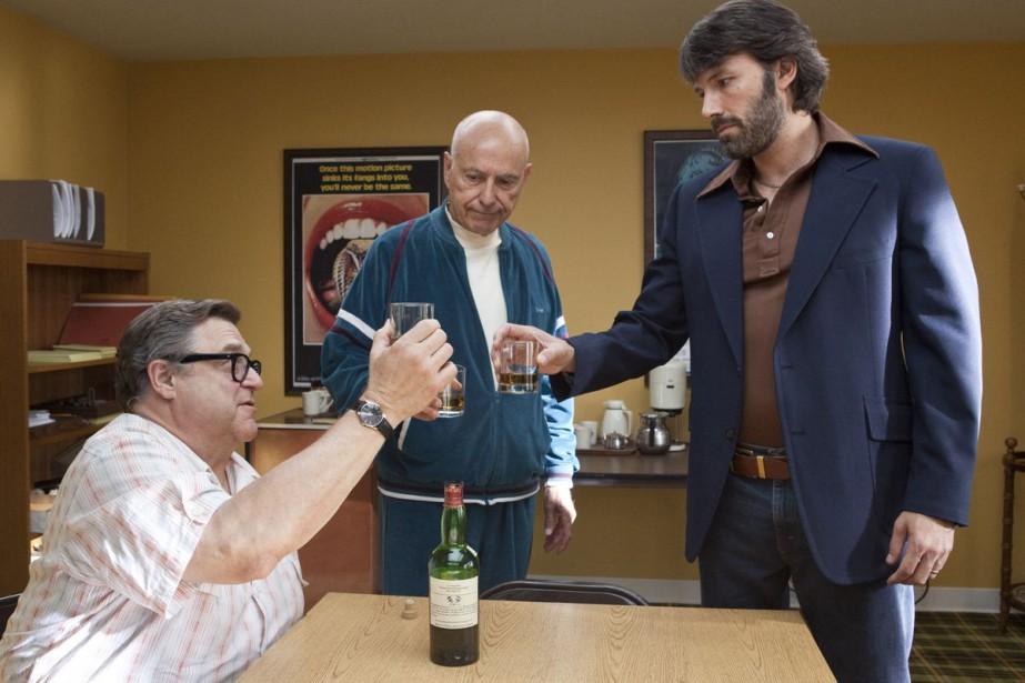 John Goodman, Alan Arkin et Ben Affleck dans... (Photo fournie par Warner Bros.)