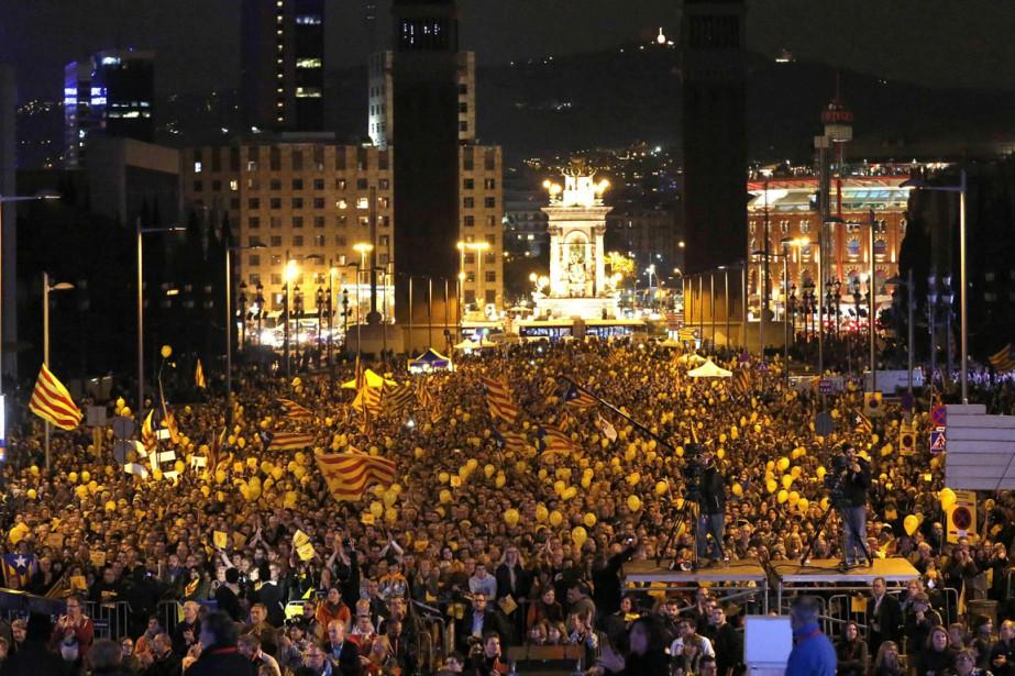 Des milliers d'indépendantistes catalans ont défilé dans les... (Photo Gustau Nacarino, Reuters)