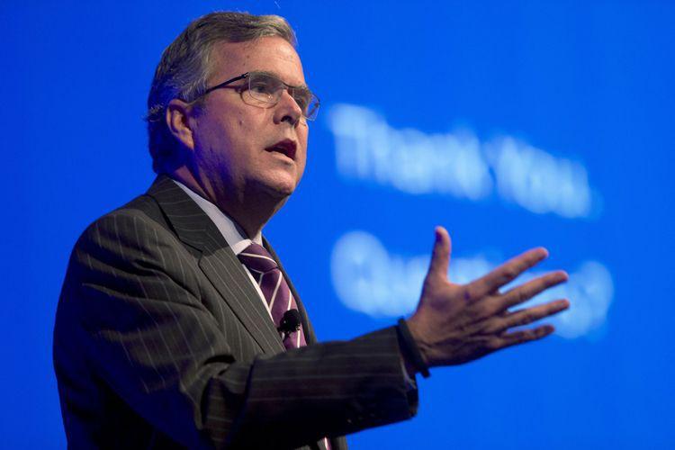 L'ancien gouverneur de Floride,Jeb Bush, est âgé de... (Photo archives AP)