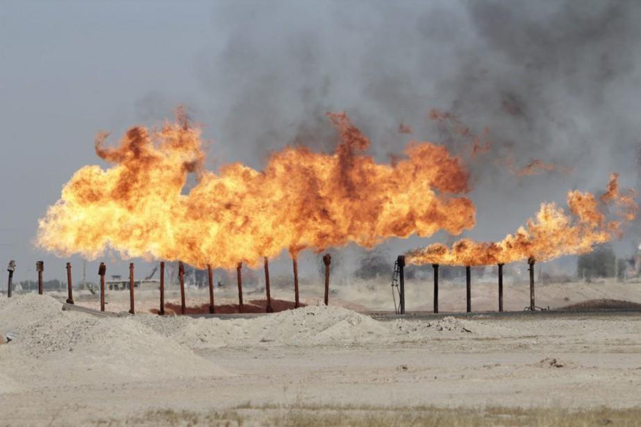 L'extraction de pétrole, revendu au marché noir, rapporte... (Photo Essam Al-Sudani, Reuters)