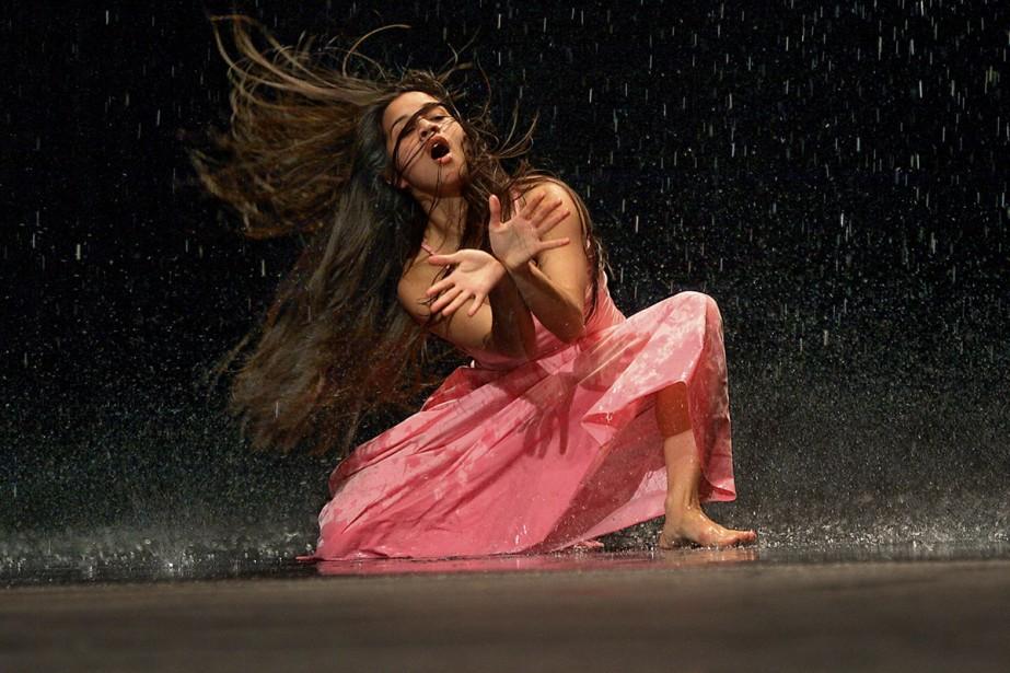 Motif récurrent dans l'oeuvre de Pina Bausch, l'eau... (Photo: fournie par la production)