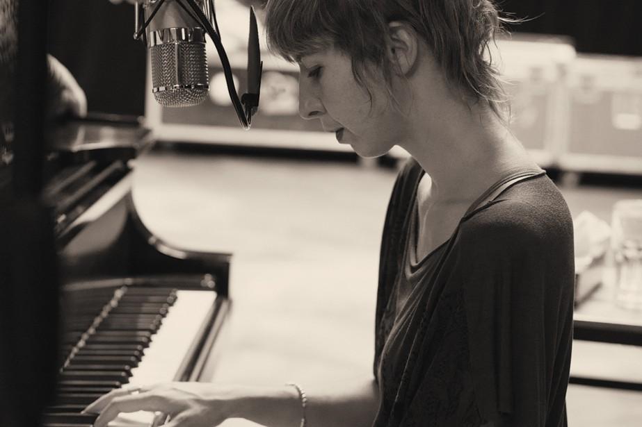 Catherine Major enregistrant Quand on n'a que l'amour... (Photo: fournie par Spectra musique)