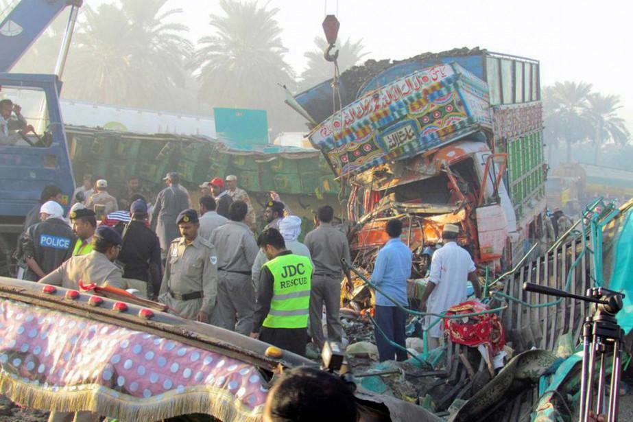 «L'autocar à destination de Karachi en provenance de... (PHOTO SHAHID ALI, AFP)