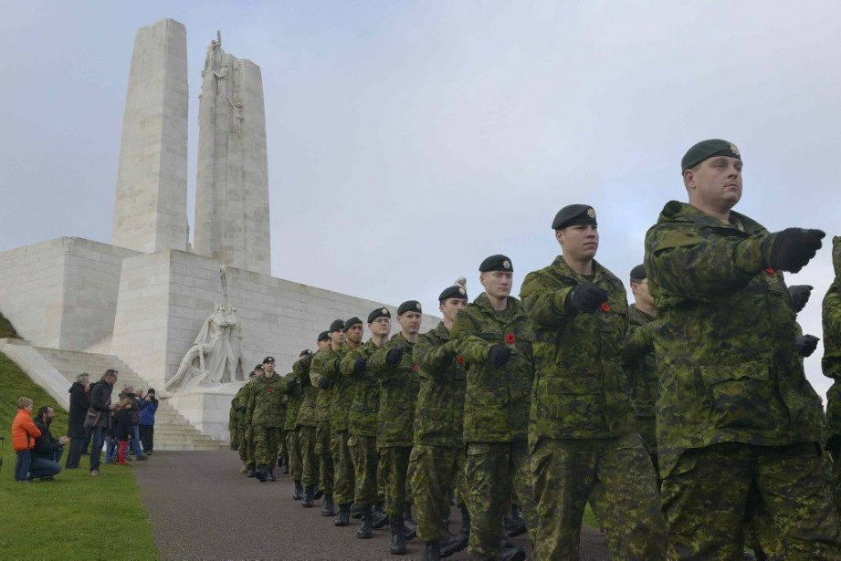 Des soldats canadiens sont présents à Vimy, en France. (PHOTO REUTERS)