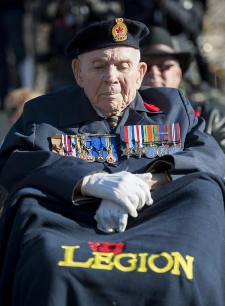 Le vétéran de la Deuxième guerre mondiale, William Perrin, aux cérémonies d'Ottawa. (PHOTO JUSTIN TANG, LA PRESSE CANADIENNE)