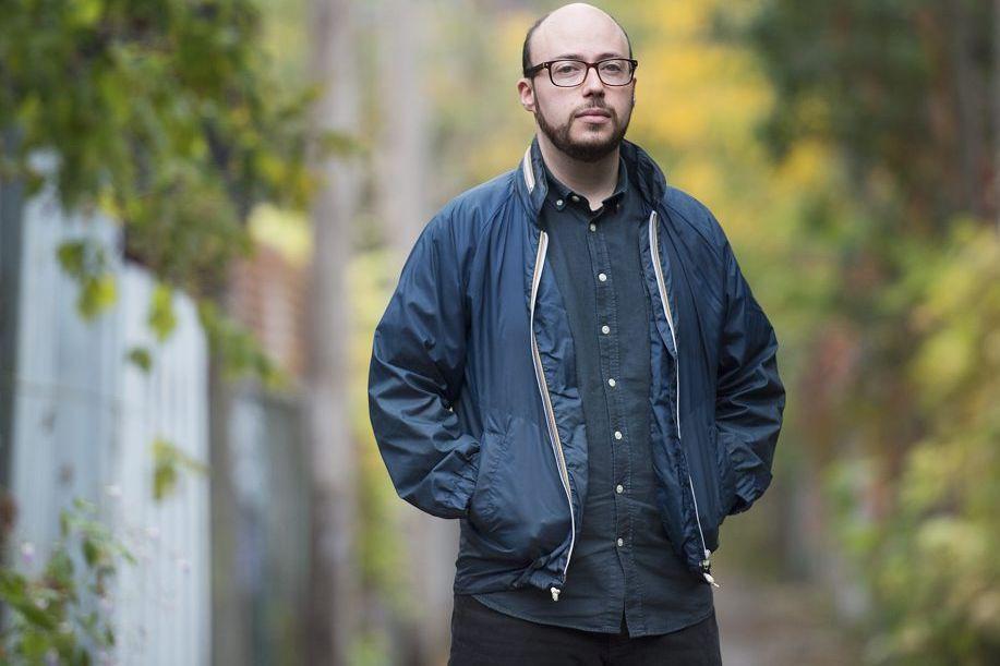L'auteur montréalais Sean Michaels, photographié près de chez... (Photo: La Presse Canadienne)