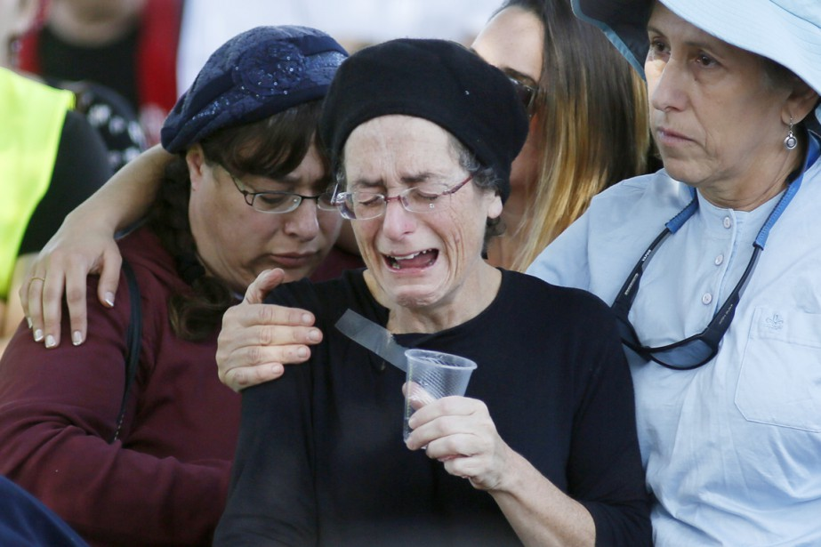 La mère d'une Israélienne de 25 ans tuée... (PHOTO GALI TIBBON, AFP)