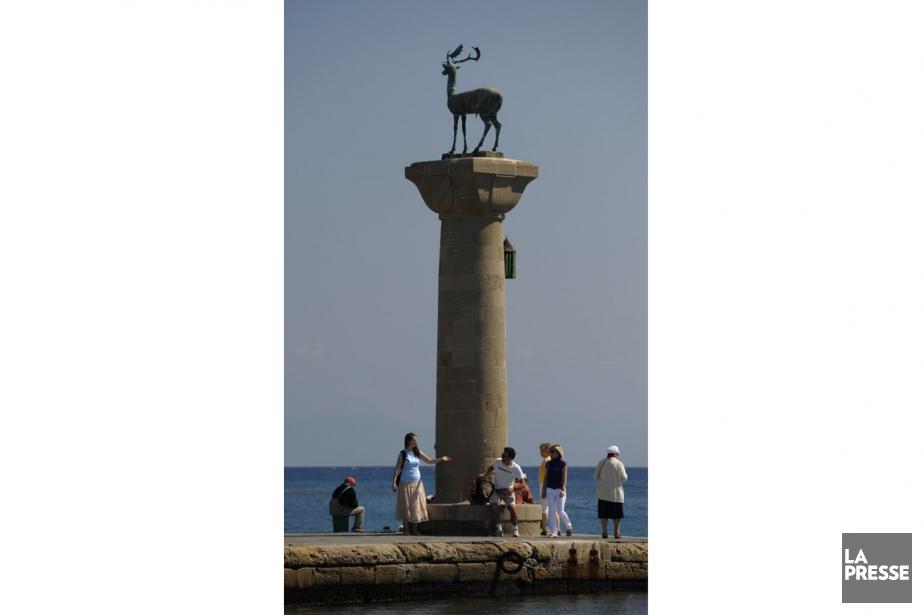 Le monument à l'entrée du port où était... (Photo Bernard Brault, Archives La Presse)