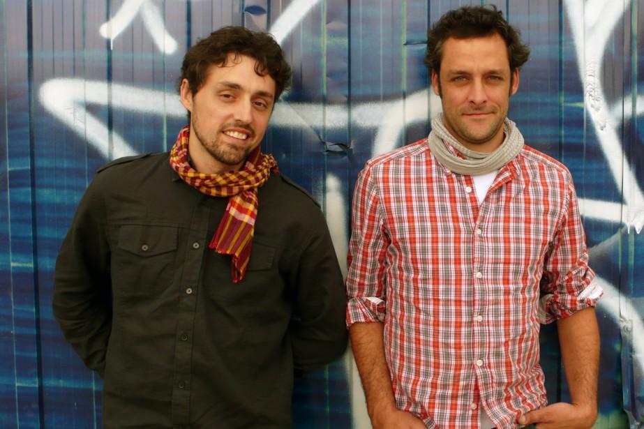 Frédérick Lavoie et Charles-Antoine Crête dans À table... (Photo: fournie par TV5)