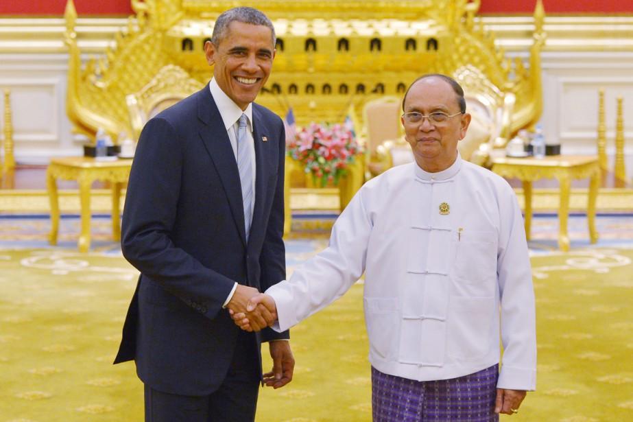 Le président américain Barack Obama serre la main... (PHOTO KEVIN LAMARQUE, REUTERS)