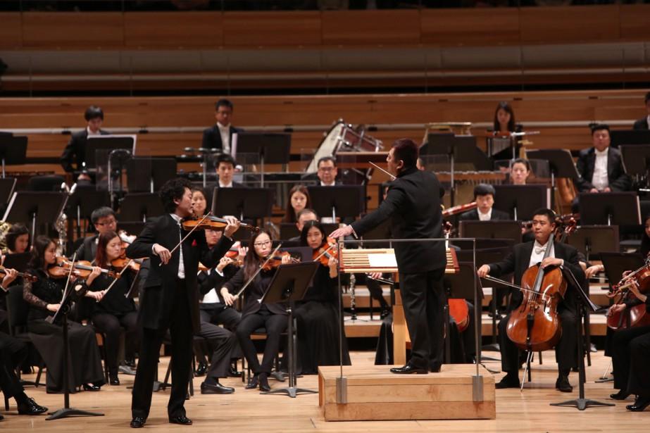 Basé à Pékin et groupant 90 musiciens (dont 87 Chinois et Chinoises), l'Orchestre du Centre national des arts de la scène, de Chine, terminait à Montréal jeudi soir une tournée nord-américaine de 12 jours qui avait débuté le 2 novembre à Chicago et s'était poursuivie à... (Photo: Xiao Yi, fournie par l'Orchestre du Centre national des arts de la scène, de Chine)