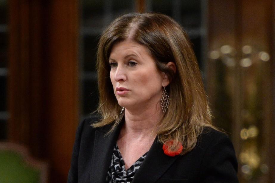 La ministre fédérale de la Santé, Rona Ambrose... (PHOTO SEAN KILPATRICK, LA PRESSE CANADIENNE)