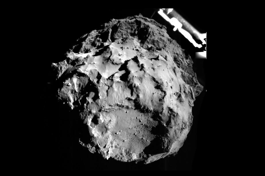 La comète Tchouri, photographiée par Philae lors de... (PHOTO ESA)