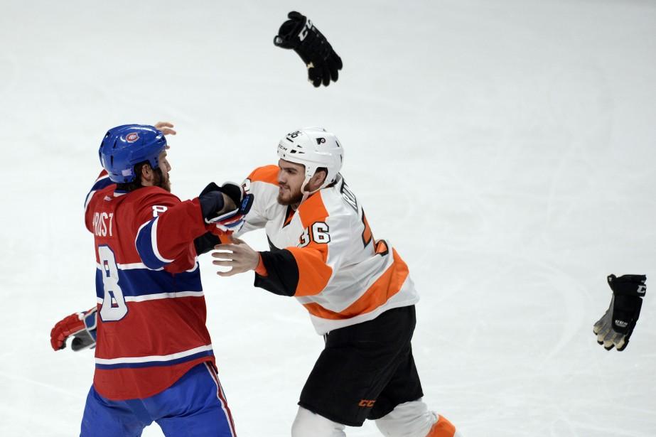 Une bataille entre Brandon Prust etZac Rinaldo en deuxième période. (Photo Bernard Brault, La Presse)