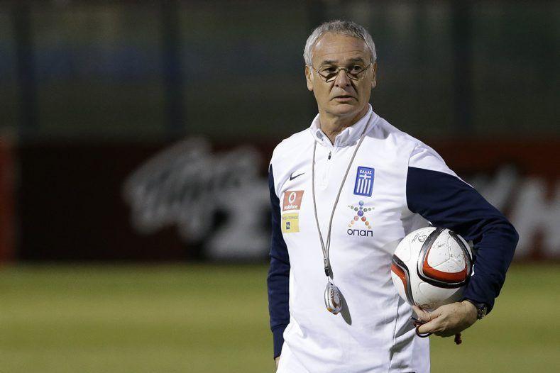 ClaudioRanieri a déjà dirigé Chelsea et des clubs... (PHOTO THANASSIS STAVRAKIS, AP)