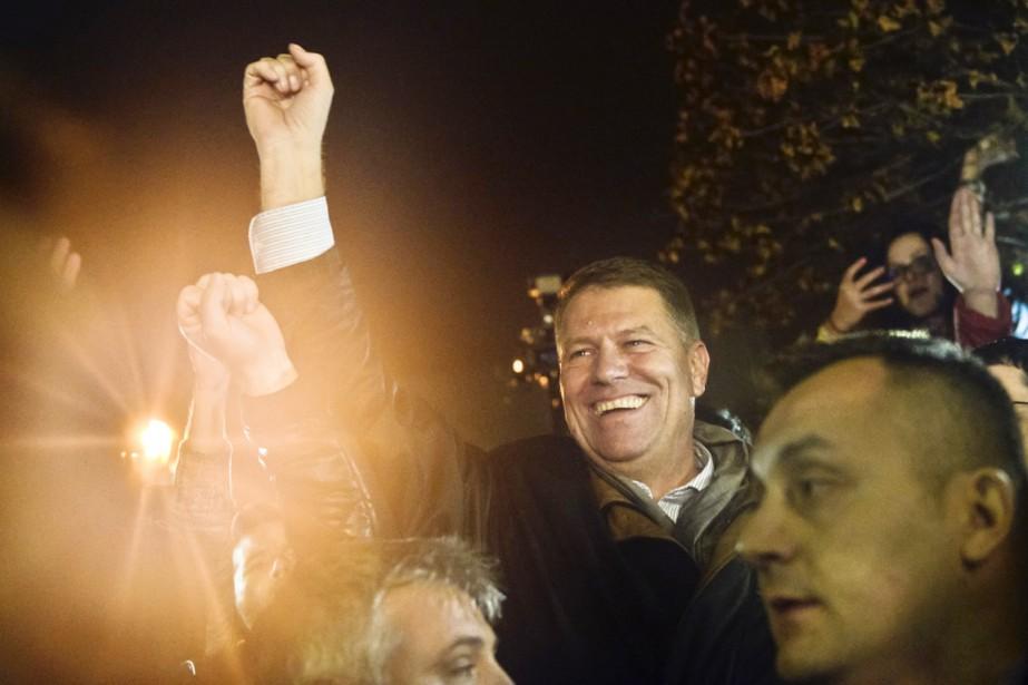 Klaus Iohannis, 55 ans, avait été élu avec... (PHOTO RAED KRISHAN, AP)