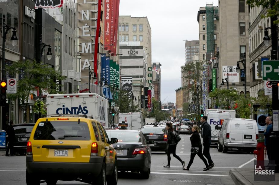 Interdire la rue Sainte-Catherine Ouest aux automobiles serait,... (Photo David Boily, archives La Presse)