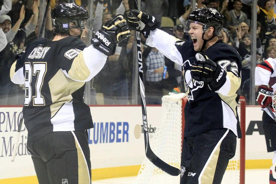 Patric Hornqvist (à droite) a amorcé la saison... (Photo Charles LeClaire, USA Today Sports)
