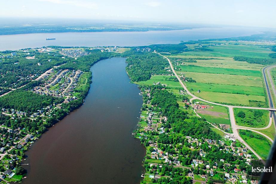 Le fleuve Saint-Laurent près de Saint-Augustin-de-Desmaures, en banlieue... (PHOTO PATRICE LAROCHE, ARCHIVES LE SOLEIL)