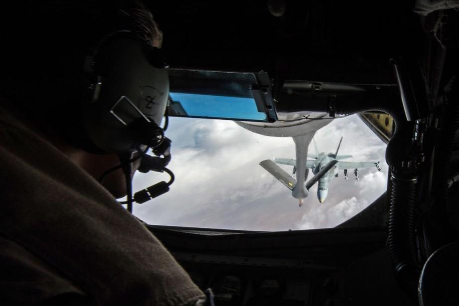 Des avions de combat canadiens ont... (Photo Archives La Presse Canadienne)