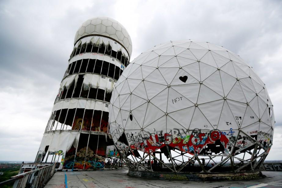 La station n'est plus qu'une carcasse surmontée de... (PHOTO PAWEL KOPCZYNSKI, REUTERS)