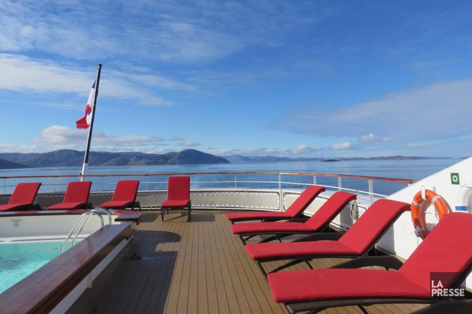 La vie à bord du bateau est très...