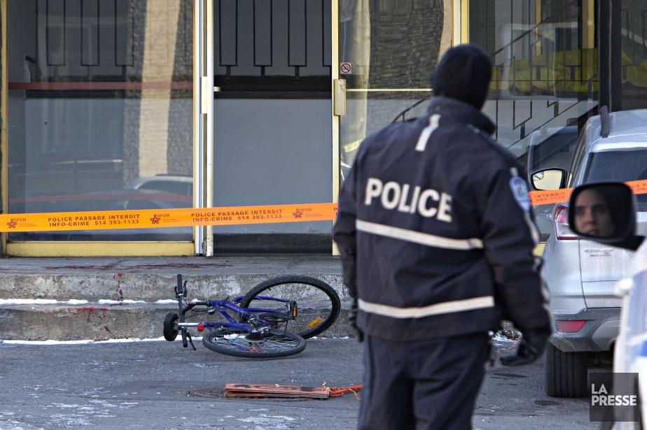 Un témoin a découvert le corps inanimé peu... (PHOTO PATRICK SANFAÇON, LA PRESSE)