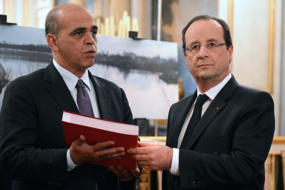 Kader Arif (à gauche) était secrétaire d'État aux... (PHOTO ALAIN JOCARD, ARCHIVES AFP)