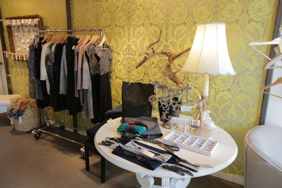 Chez Aza & Bela, on trouve des vêtements signés Eve Gravel, Josiane Perron et Dagg & Stacey ainsi que des bijoux faits au Québec. (PHOTO MARTIN CHAMBERLAND, LA PRESSE)
