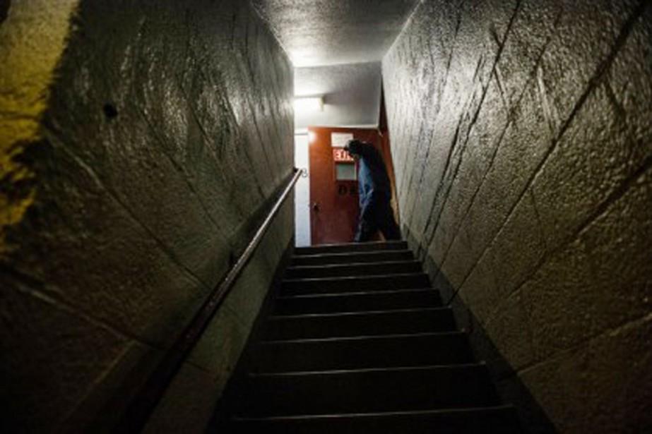 L'escalier où un policier de New York a... (PHOTO ROBERT STOLARIK, THE NEW YORK TIMES)