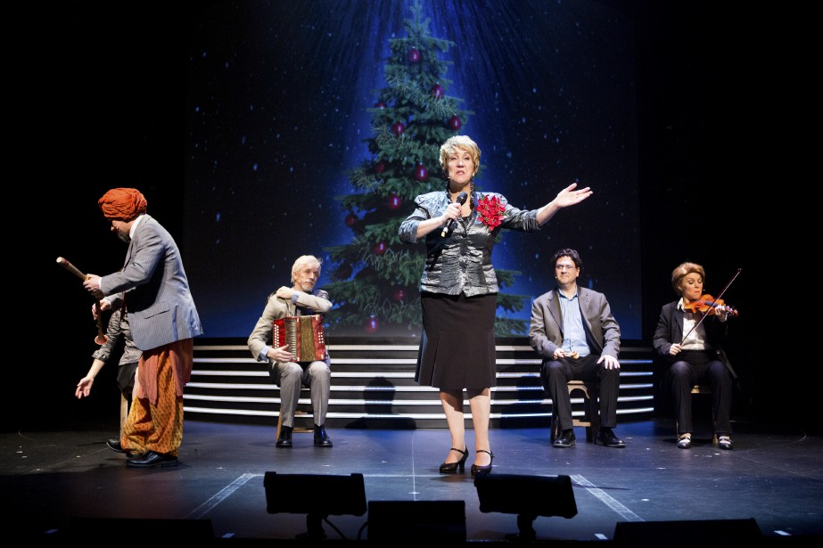Les six comédiens de Revue et corrigée interprètent... (Photo fournie par le Rideau vert)