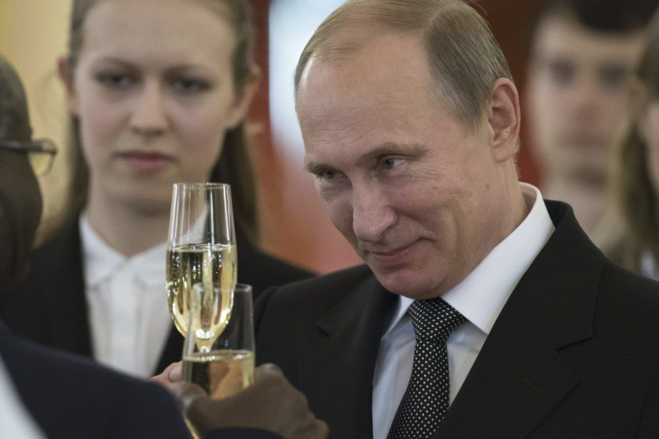 Vladimir Poutine a néanmoins exclu de rester président... (PHOTO ALEXANDER ZEMLIANICHENKO, AFP)