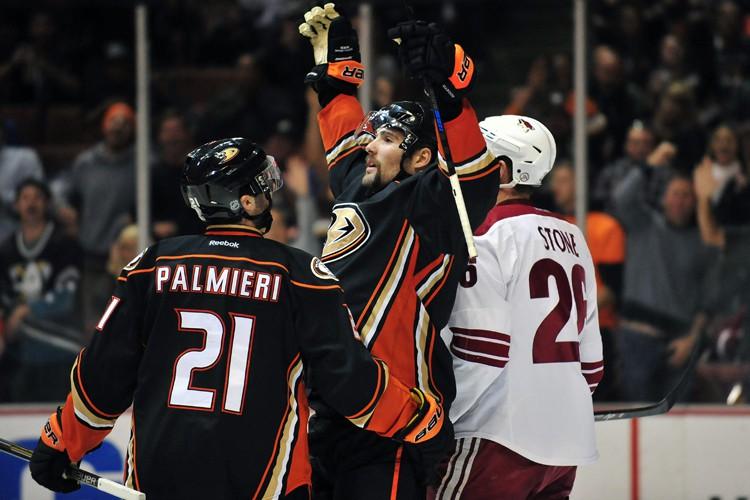 Kyle Palmieri et Patrick Maroon ont touché la cible, Ryan... (Photo: Reuters)