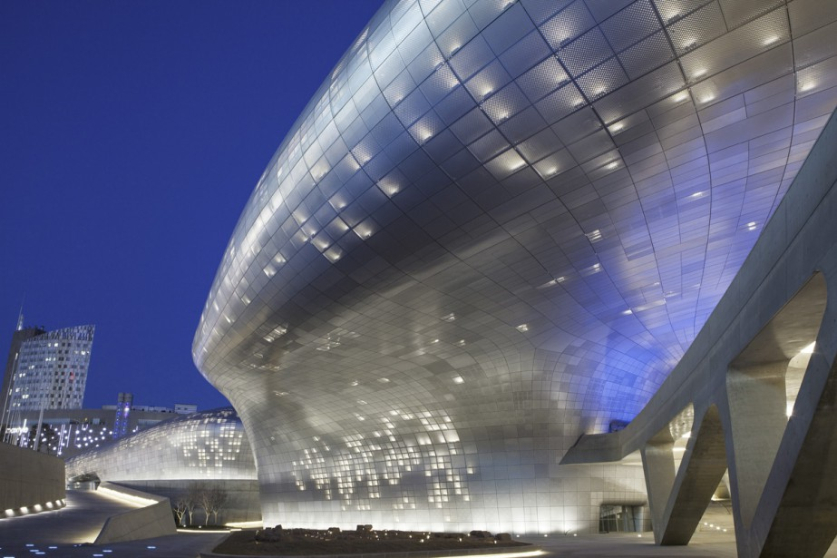 Conçu par l'architecte d'origine irakienne Zaha Hadid, le... (Photo: fournie par le Centre de design de Séoul (DDP))
