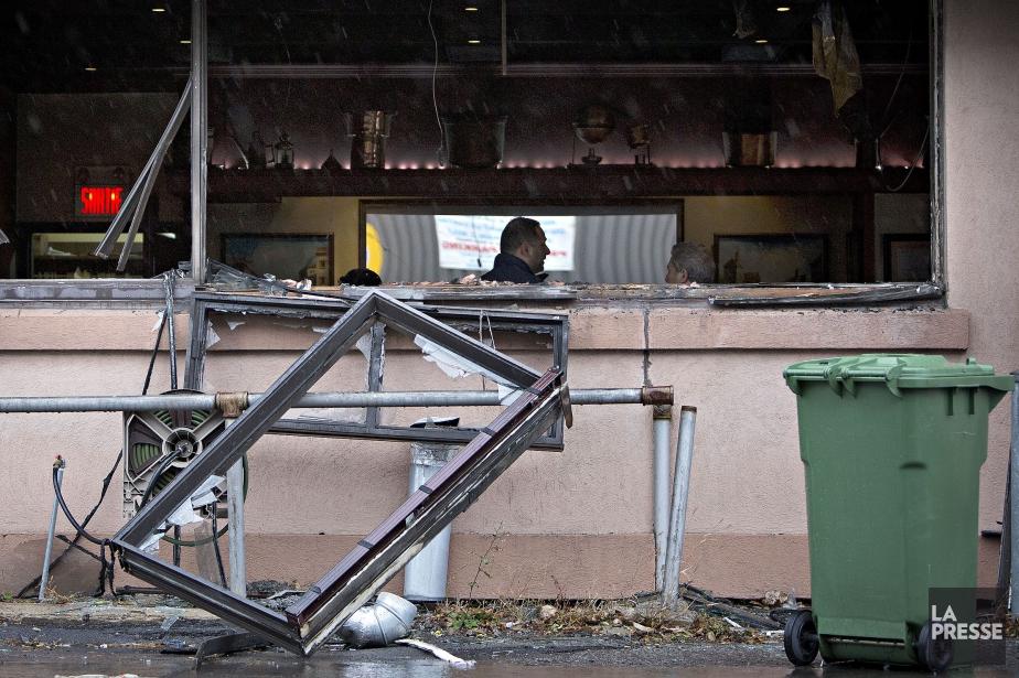 Un cocktail Molotov a été lancé contre la... (PHOTO PATRICK SANFAÇON, LA PRESSE)