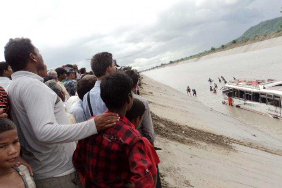 Les accidents de la route sont fréquents au... (PHOTO PURUSHOTTAM SUBEDI, ARCHIVES AFP)