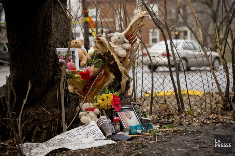 Sur les lieux de la tragédie, un mémorial... (PHOTO DAVID BOILY, LA PRESSE)