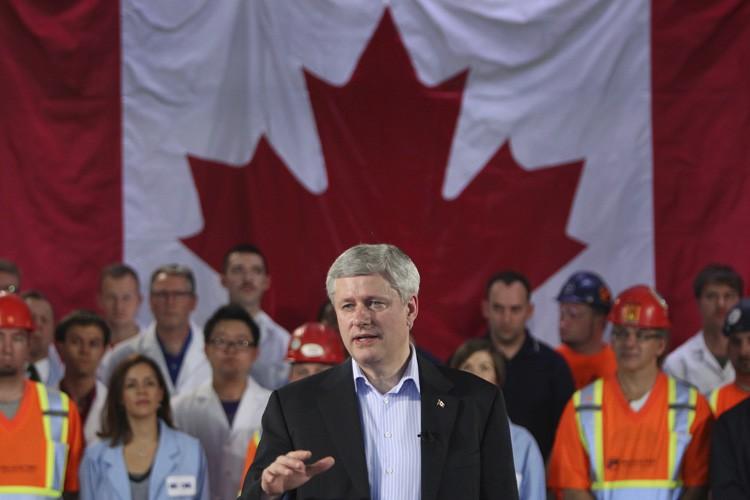 Stephen Harper a notamment annoncé l'attribution de fonds... (PHOTO DAVE CHIDLEY, LA PRESSE CANADIENNE)