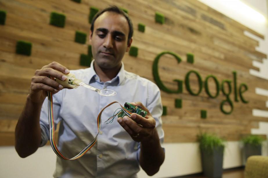 Anupam Pathak, ingénieur chez Google, explique le fonctionnement... (Photo Eric Risberg, AP)