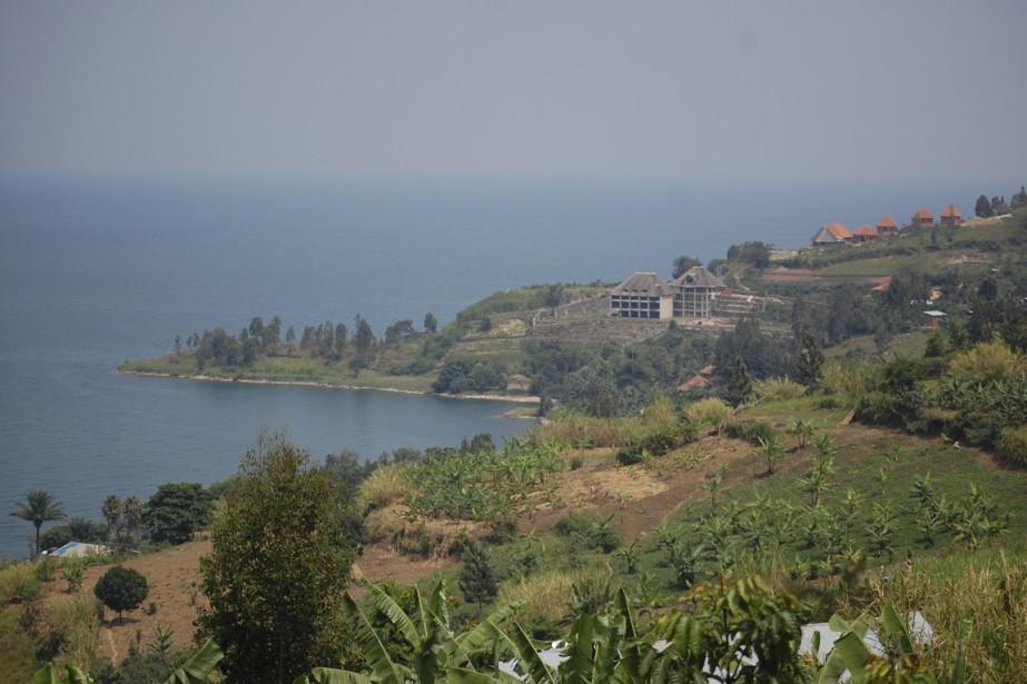 Les infranstructures touristiques poussent au bord du lac Kivu, dans la région de Gisenyi. (Photo Jean-Thomas Léveillé, La Presse)