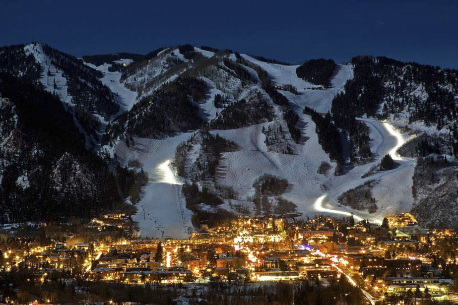 La nuit tombe sur la station d'Aspen, au... (PHOTO FOURNIE PAR PHOTO ASPEN/SNOWMAS)