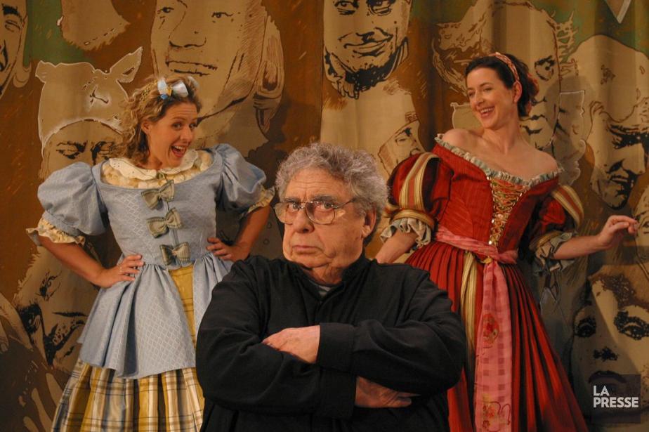Paul Buissonneau entouré de Valérie Blais et Marie-France Lambert en 2003. Les trois comédiens se donnent la réplique dans Les précieuses ridicules. (Photo: Martin Tremblay, archives La Presse)