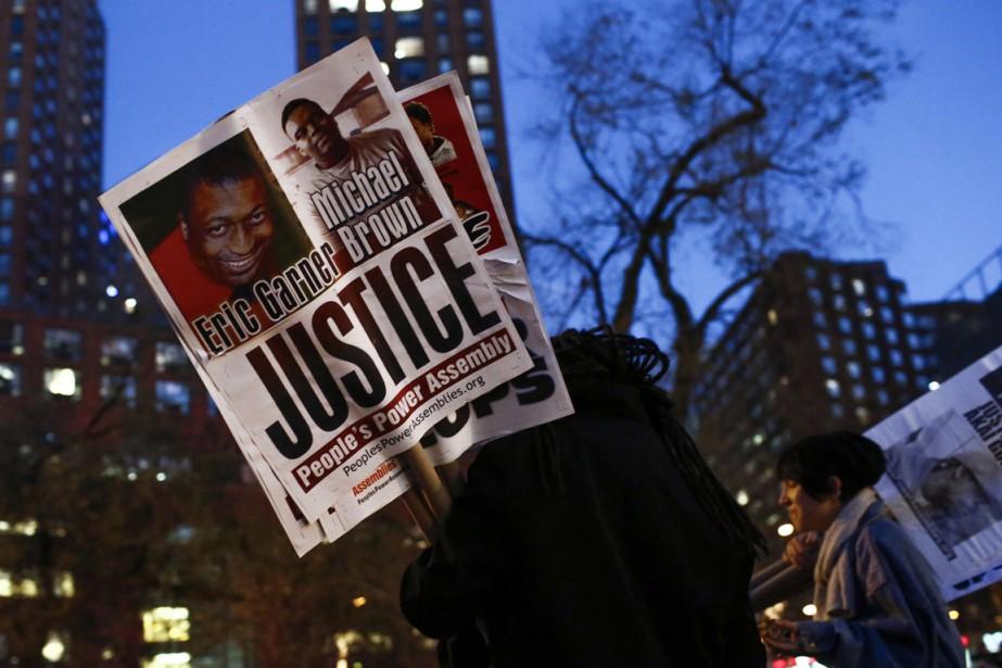 Soupçonné de vente illégale de cigarettes, Eric Garner,... (PHOTO ARCHIEVS REUTERS)